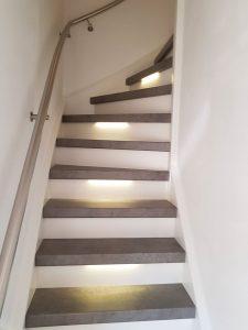 Treenovatie - traprenovatie - dichte trap met verlichting
